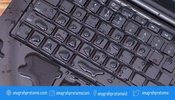 Laptop rusak karena terkena air, cegah kerusakan dengan cara ini